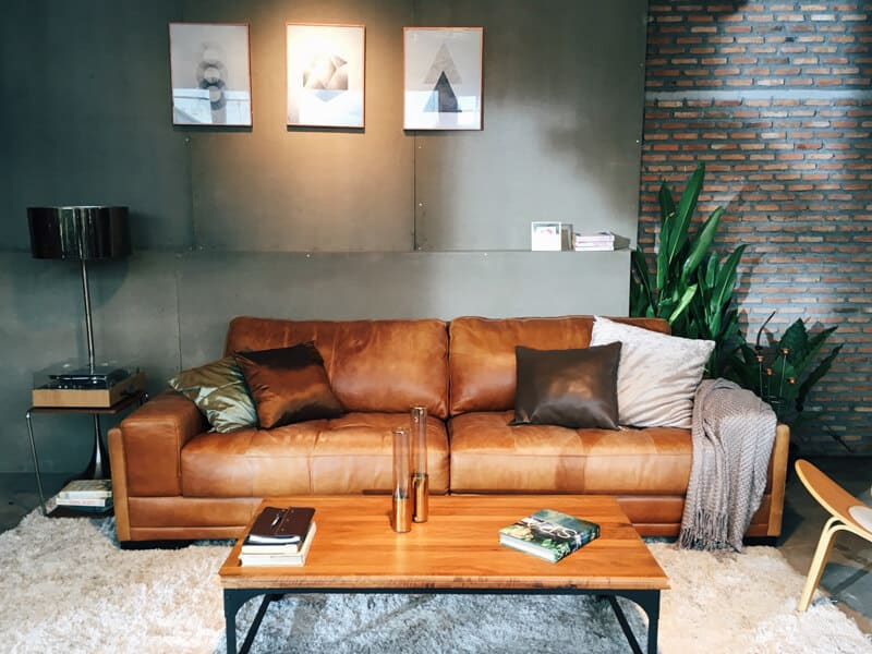 Clean Pull-up Leather Couch